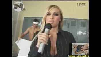 repoacute_rter trocou o microfone pelo pau