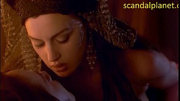 monica bellucci nude hook-up vignette in dracula at scandalplanetcom