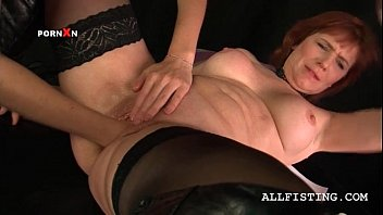 g/g mature in pantyhose gets knuckle.