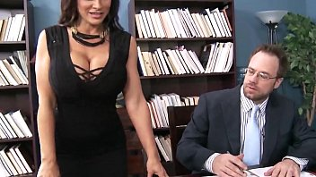 lisa ann wants to lodge things out of.