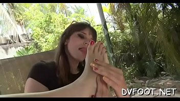 angel foot munched and playing