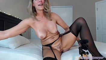 supah hot streamate camgirl cougar flashing.