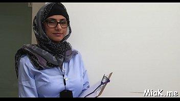 arab honeys learn how to gargle.