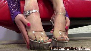 feet fetish blondie gets supah-hot