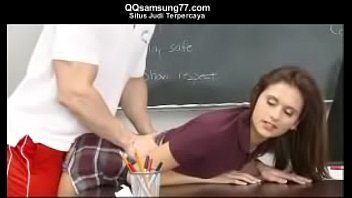 guru bejat ngentot muridnya seharian