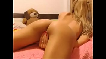 youthful blondie web cam chick getting off cumshow.