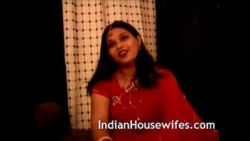 indian housewife namrita rani sari unwrapping.