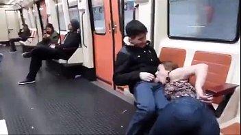 mamada de polla en el metro de madrid.