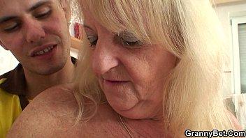 ash-blonde grandma in pantyhose rails stranger039_s.
