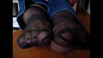 pretty nylon feet 001
