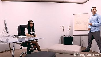 gorgeous assistant humps her manager