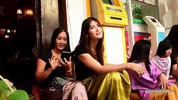 bangkoks nana crimson light district in hd-chatting with.