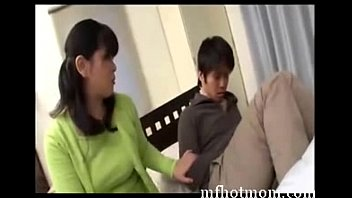 sonnie invites not his mother to bet  mfhotmomcom
