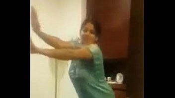 indian aunty dance with gigantic funbags