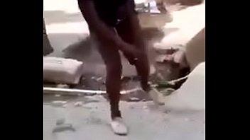 africana danccedil_ando e piscando a buceta com uma.