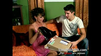 crazy housewife pulverizes delivery boy