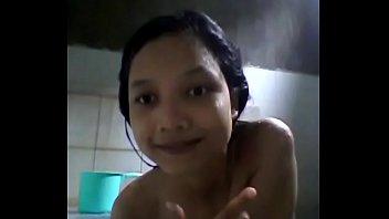 cewek sma lagi mandi