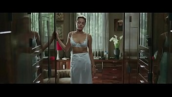 angelina jolie in mr amp_ mrs.