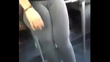 chica cool con pantalon licra y.