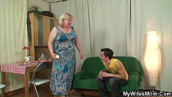 xxl tited mummy inlaw satiates him
