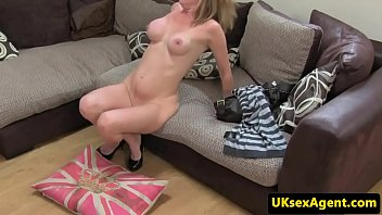 buxomy uk cougar dickblowing casting agent