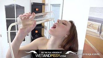 wetandpissy - ariadna needs to piss - piss desperation