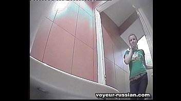 hidden cam-russian toilet 121022