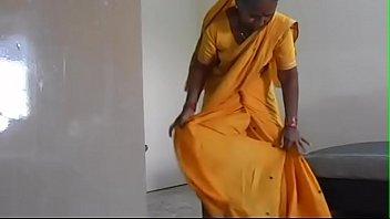 how to wear maharastrian style saree-maharastrian sari hanging high