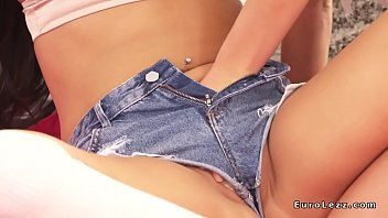 lesbos in jeans cutoffs scissoring