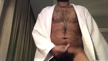 unshaved fellow jizzing on web cam