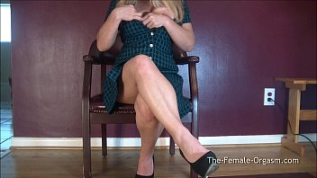 cougar gyrates yam-sized milky pearly coochie to snapping climax