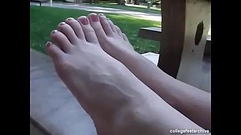 cams4freenet - sasha demonstrates her pretty feet amp_ toes