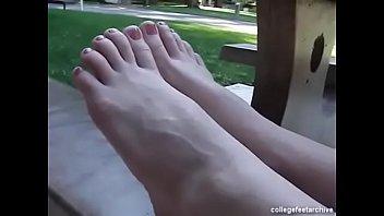 cams4freenet - sasha demonstrates her pretty feet amp_ toes