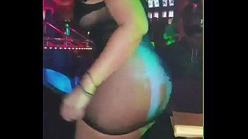 colombiana prepago bailando rico en discoteca.