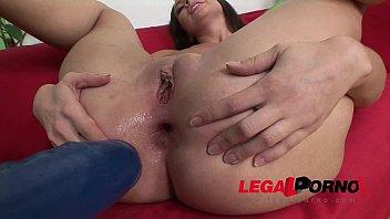 immense arse whore karina inserts her bum to.