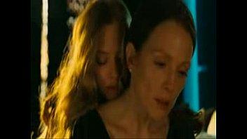 julianne moore boink daughter-in-law in chloe.