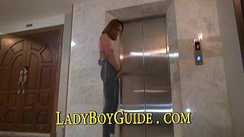 penetrate her in the bathtub fellate her in.