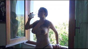 letizia sallis erotico alla finestra con.