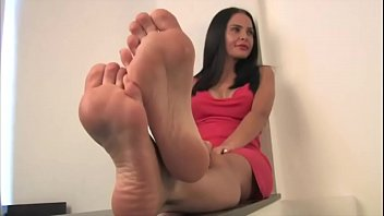 exotic cougar martina cool feet part.