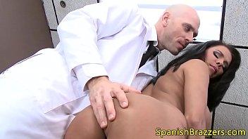 tetona mamadora seduciendo a su physician
