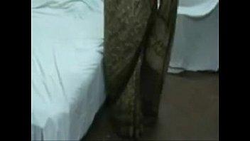 saree aunty standing and liquidate saree