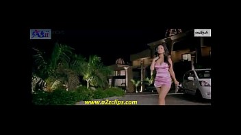 riya sen warm hips and cleavage in beeny.