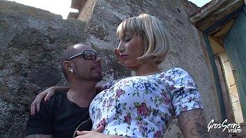 espagnole agrave_ gros seins se fait baiser en exteacute_rieur