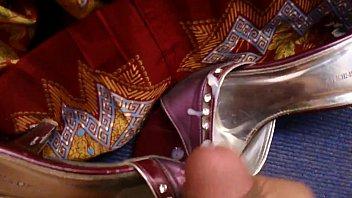 spunk on wife039_s gorgeous sari sandal.