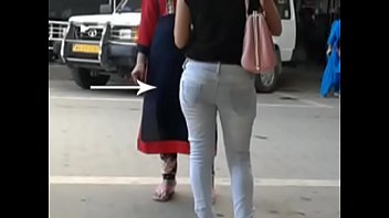 thunder bootie women at howrah station