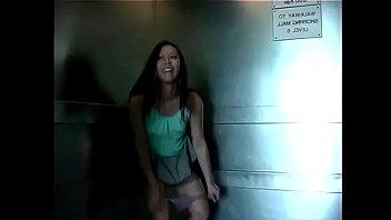 meadita en el elevador