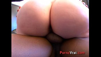 grosse salope poilue a gros seins  french fledgling