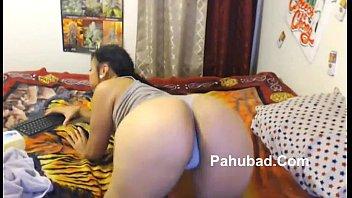 pretty pinay smoker demonstrate sa webcam