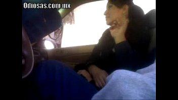 rica mamada en el automovil