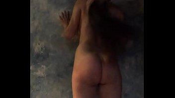 sumisa adicta le gusta el castigo desnuda.